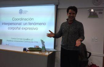Dr. Carlos Cornejo expone sobre dinámica de coordinaciones corporales simultáneas e imitativas en confianza y desconfianza