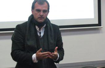 Invertir en escolares y otorgar más créditos universitarios son prioridades en educación para diputado Silva Méndez