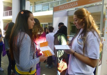 Alumnos de enseñanza media visitaron la UDD en la Feria de Admisión 2015