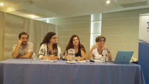 Investigadores (Iz a der) : Martín Bascopé, Roxana Balboltín, Javiera Mena y Beatrice Ávalos, presentando en Seminario – Taller.