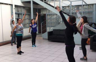 Estudiantes de Psicología UDD imparten talleres de baile entretenido a mujeres privadas de libertad