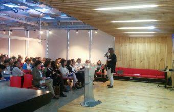 Directora de Psicología Santiago dicta taller sobre intervención en situaciones de riesgo