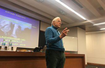 Dr. Alfredo Canevaro dictó clase magistral sobre terapia de parejas trigeneracional