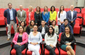 Psicología UDD entrega diplomas a titulados de programas organizacionales