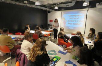 Herramientas para el trabajo cooperativo en el aula se entregaron en taller organizado por MPE