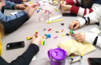 Innovación Docente: Alumnos de 2do año trabajaron estrategias para reducir el prejuicio con metodología LEGO Serious Play